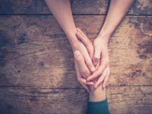 Le psychopraticien formé à l'approche centrée sur la personne fait confiance aux ressources-mêmes de la personne, à sa capacité de croissance et de relation